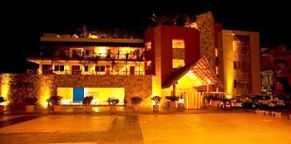 Cinco_Hotel_Punta_de_Mita_Suites_night_time