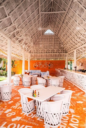 Eva_Mandarina_Beach_Club_La_Cruz