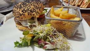 Karens_Place_Bucerias_Lunch_Burger