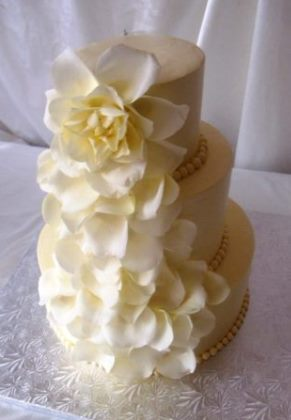 Pie_in_the_Sky_Elegant_Wedding_Cake